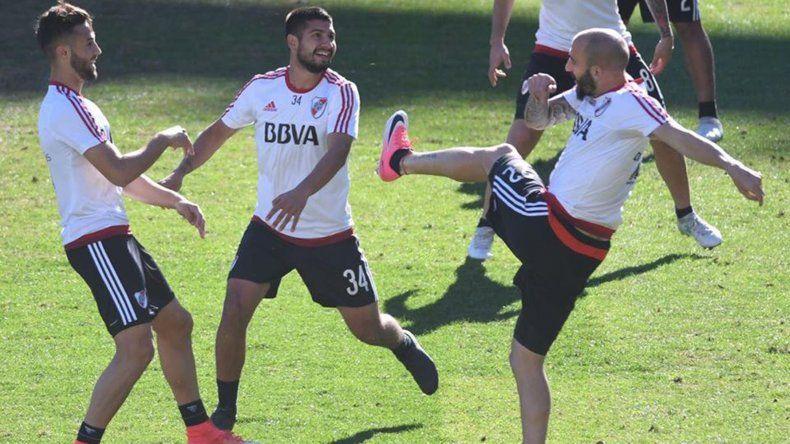 El plantel de River realizando trabajos ayer de cara al partido del jueves por Copa Libertadores.