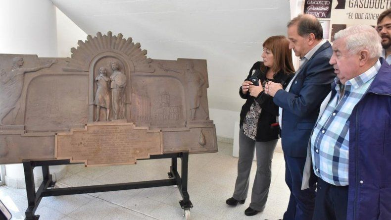 Colocaron la placa de inauguración del Acueducto Juan Domingo Perón en el CIP