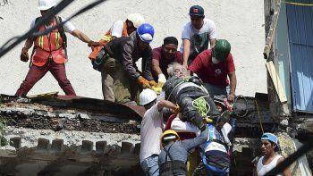 Las tareas de rescate de heridos en la capital mexicana.
