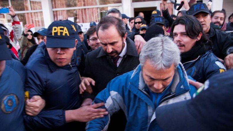 Comunidad mapuche ocupa el despacho del juez Otranto y pide su renuncia