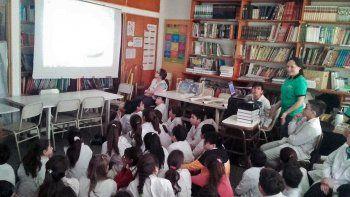 brindaron una charla sobre concientizacion ambiental a alumnos