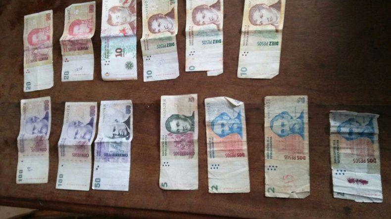 Parte del dinero robado en la escuela de Río Mayo fue recuperado por la policía.