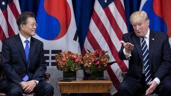 Donald Trump durante un encuentro con su par surcoreano Moon Jae-in.