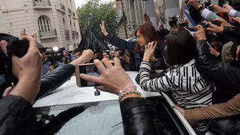 Cristina Fernández a la salida de la entrevista radial que brindó ayer.