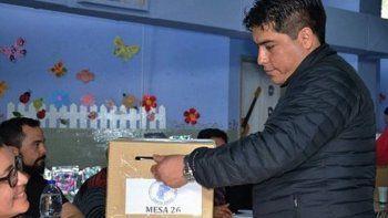 El secretario general del gremio, Claudio Vidal, emitió su voto en la localidad de Las Heras. Anoche se confirmó que fue reelecto.