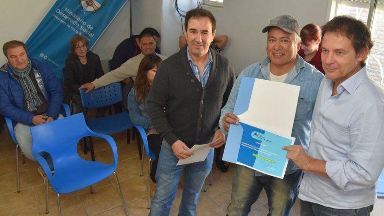 El vecino Manuel Mansilla recibió una orden de recepción de herramientas de albañilería.