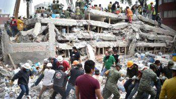 no esta identificado el argentino muerto en el sismo