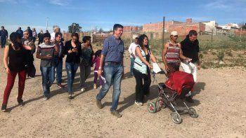 Menna caminó barrios de Madryn, donde ratificó que para crear trabajo hacen falta reformas legales.
