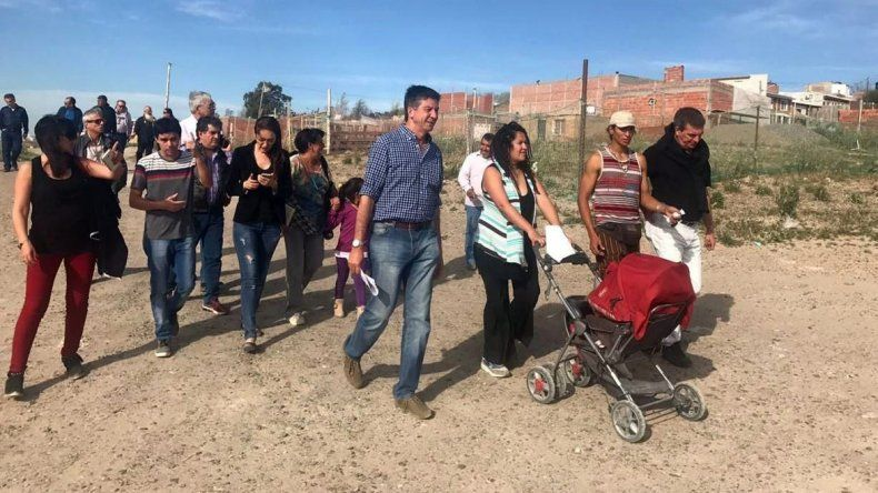 Menna caminó barrios de Madryn