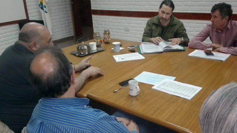 Ricardo Fueyo se reunió con trabajadores en Sarmiento