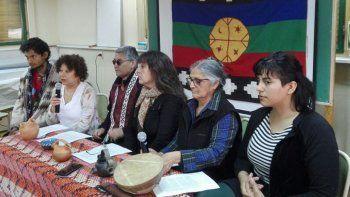 La Cátedra Libre de Pueblos Originarios repudió la vulneración sistemática de los derechos de las comunidades mapuche-tehuelche en Vuelta del Río y Cushamen. Denunció la complicidad de los poderes Ejecutivo y Judicial con terratenientes extranjeros.