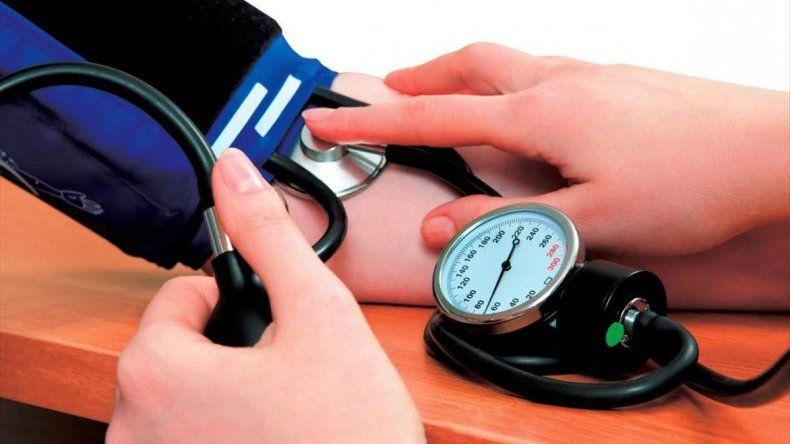 La hipertensión es otro de los factores asociados a patologías cardiovasculares.