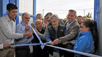 El gobernador Mario Das Neves inauguró el gimnasio del club Argentinos del Sur de Gaiman.