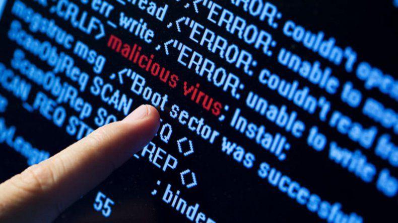 Un virus de PC pide fotos de desnudos para liberarla
