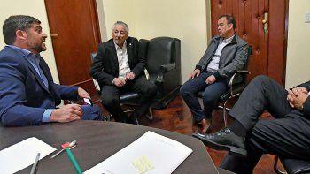 Los ministros de Salud y Coordinación de Gabinete, Ignacio Hernández y Jerónimo García, recibieron al titular de la APROSAL, Cristian Setevich.