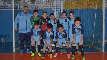 Los pequeños de Escuela de Centro Asturiano que conquistaron el título en la categoría 2009.