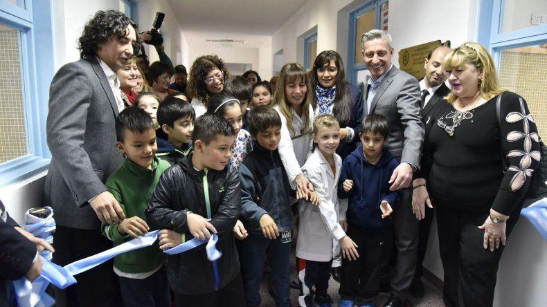 El vicegobernador encabezó la inauguración de ampliaciones en dos escuelas de la región.