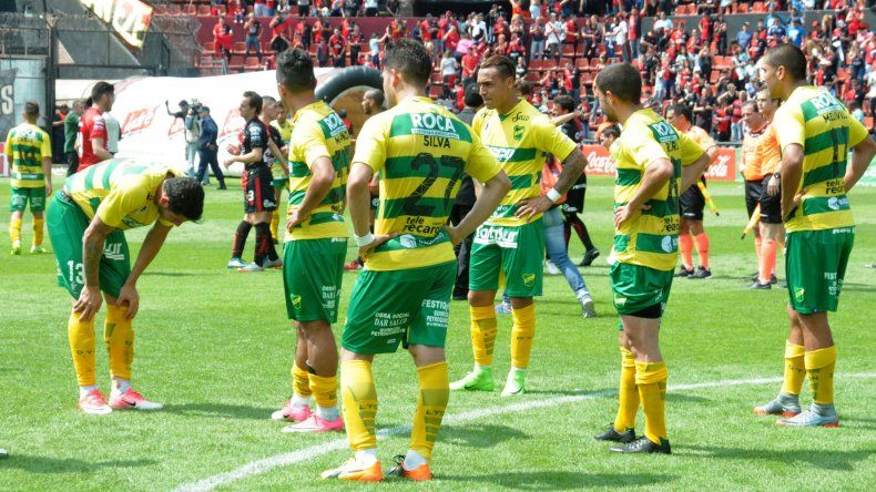 Defensa y Justicia no sólo perdió el domingo ante Colón sino que también se quedó sin entrenador.
