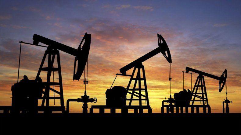 Firman contratos por tres áreas petroleras