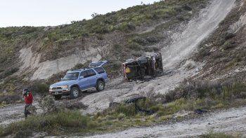 El Jeep que había sido arreglado hace 6 meses quedó destrozado en el intento de subir la trepada.