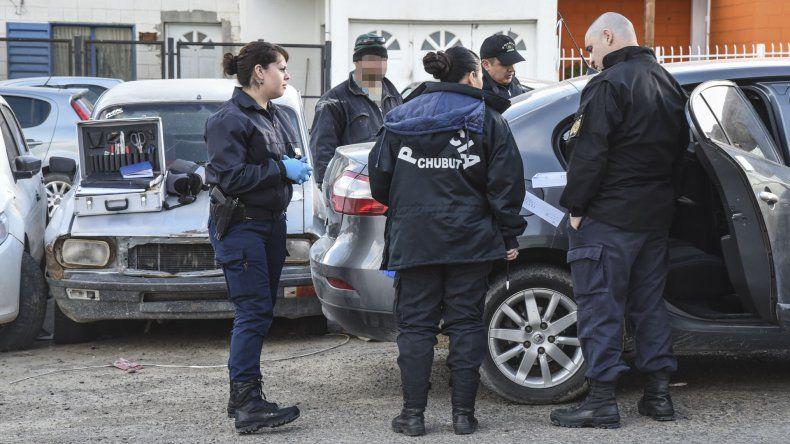 La Policía Científica realizó la inspección del Renault Fluence donde se habría cometido la violación contra una menor.