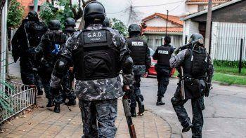 investigan el robo de un arsenal de un grupo tactico de la policia bonaerense