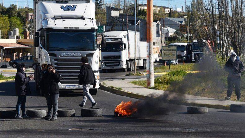 El bloqueo se registró durante más de tres horas sobre la avenida Leandro Alem; el propósito principal era bloquear el edificio del SUPeH que está siendo refaccionado por el municipio.