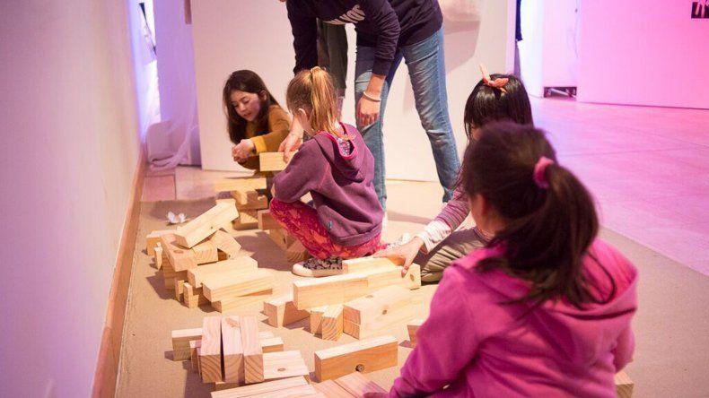 La muestra Chicos de Palabra quedó inaugurada el martes en el Centro Cultural de Rada Tilly.