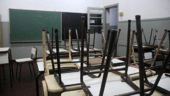 Siete escuelas no tuvieron actividad ayer por el paro de los porteros.