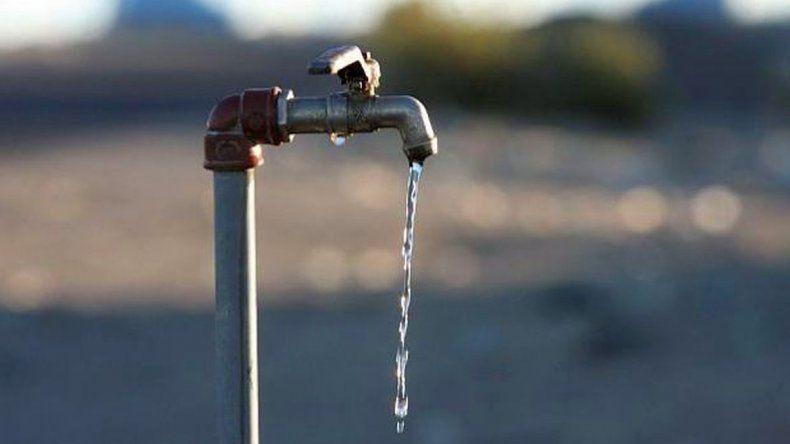 Esta noche cortarán el agua en tres barrios de zona norte