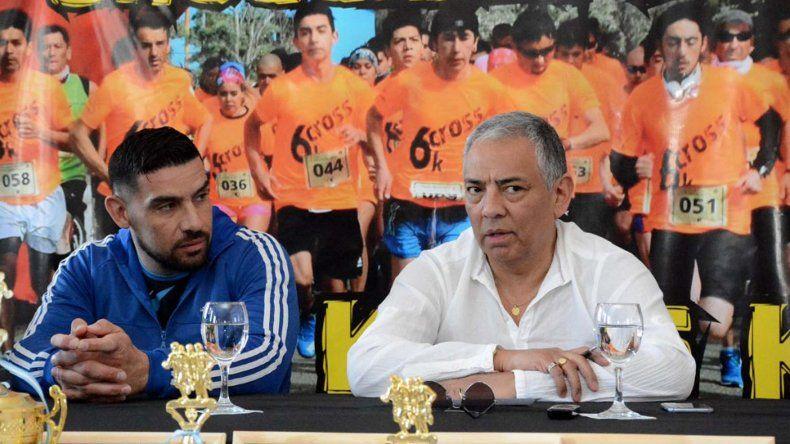 El profesor Gabriel Galarza y el comisionado de fomento Jorge Soloaga ofrecieron detalles sobre la cuarta edición del Cross del Cañadón.