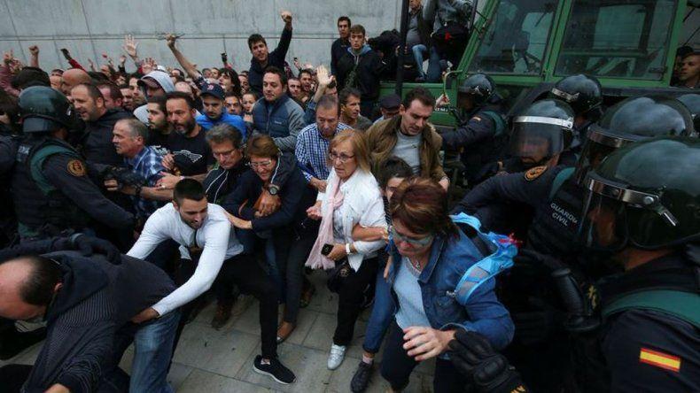 Violenta represión en Cataluña para bloquear el referéndum