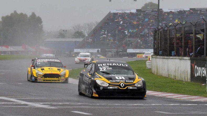 El Renault Fluence de los vencedores Emiliano Spataro y Christian Ledesma.