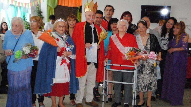 Los abuelos del Hogar de Ancianos de Caleta festejaron la primavera