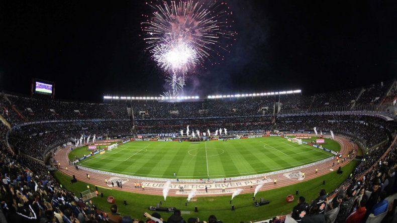 La FIFA multó a la AFA  por cantos homofóbicos de la hinchada argentina