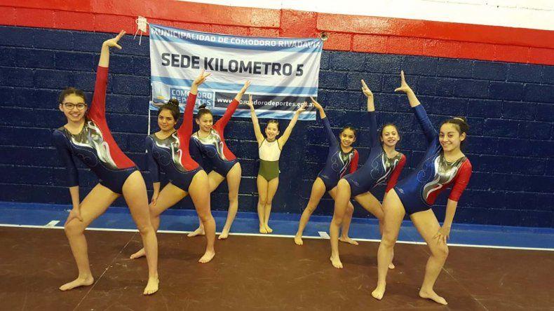 Las siete gimnastas de la sede municipal de Km 5 que competirán desde mañana en Jujuy.