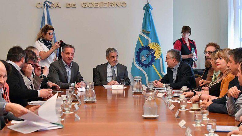 El gobernador encabezó ayer una reunión con los 8 legisladores nacionales actuales y con los tres candidatos con mayores chances de las elecciones del 22.