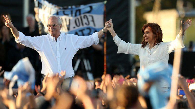 Cristina Fernández de Kirchner y su compañero de fórmula Jorge Taiana.
