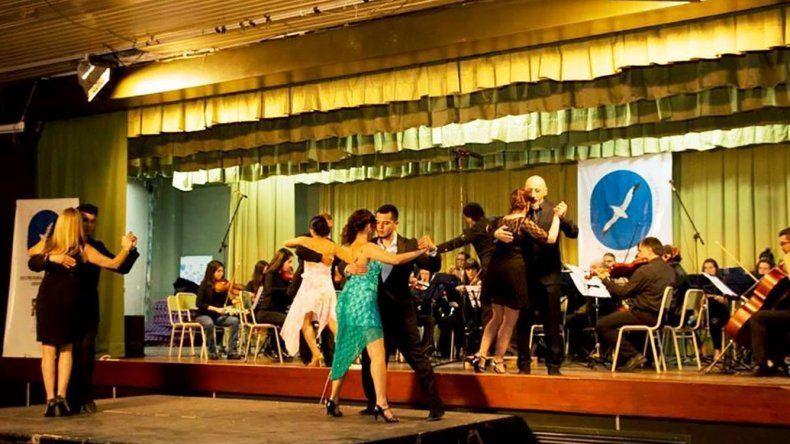 El Festival Universitario se desarrolló en el Aula Magna reuniendo lo mejor de los talleres artísticos y recreativos de la Universidad Nacional de la Patagonia San Juan Bosco.