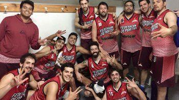 Los jugadores de la Fede festejan su tercera victoria en el torneo Clausura de Primera división.