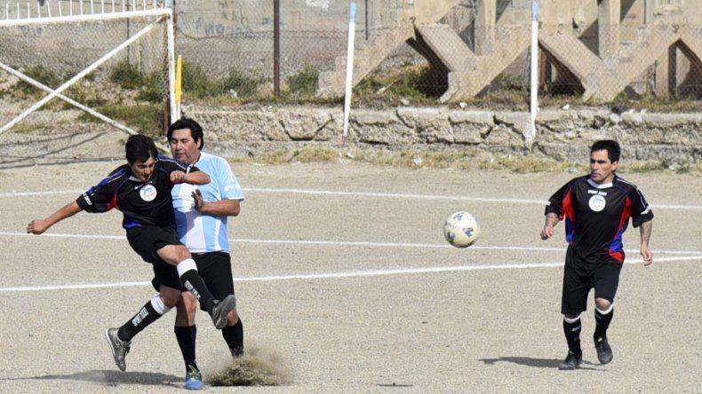 Los veteranos continuarán esta tarde con la disputa de sus torneos oficiales de la temporada.