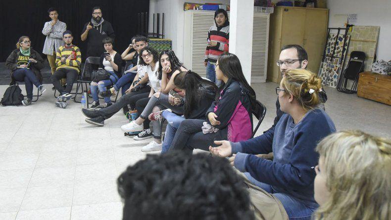 Estudiantes analizan medidas ante riesgos de recorte del TEG