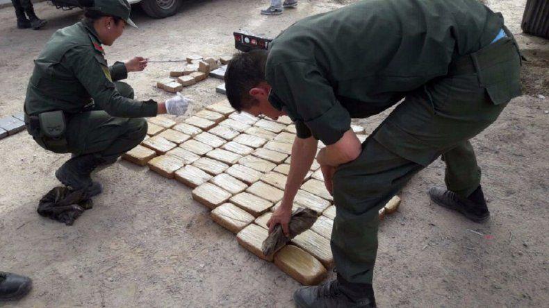Secuestraron más de 100 kilos de cocaína escondidos en una camioneta
