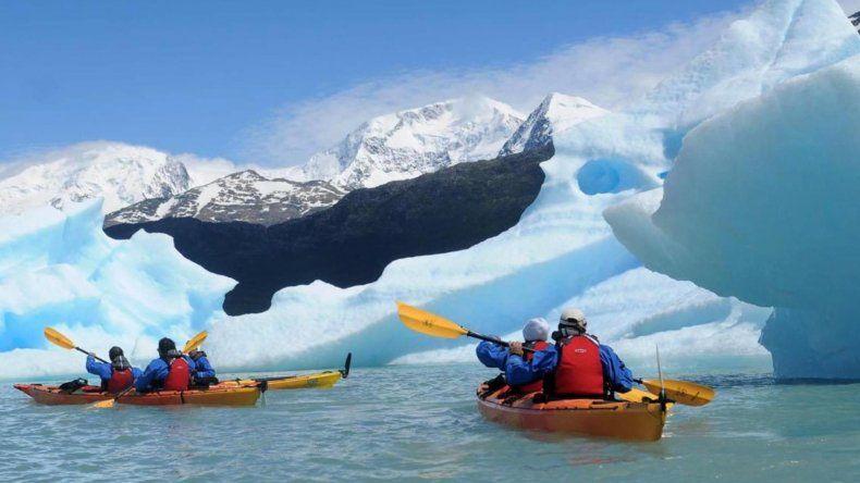 La Administración de Parques Nacionales amplió a partir de ayer la zona de restricción a la navegación en el lago Argentino.