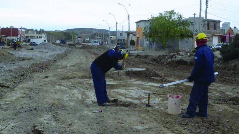 Los trabajos que se desarrollan sobre la traza de la avenida Chile afectada por el temporal y que se encaran con fondos municipales.