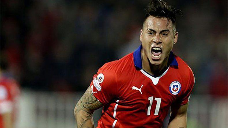 Eduardo Vargas será esta noche uno de los delanteros en el ataque chileno.