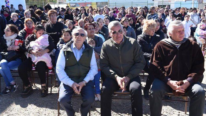 Un numeroso público se concentró ayer en el patio de la Escuela San José Obrero para recordar el natalicio del Padre Corti.