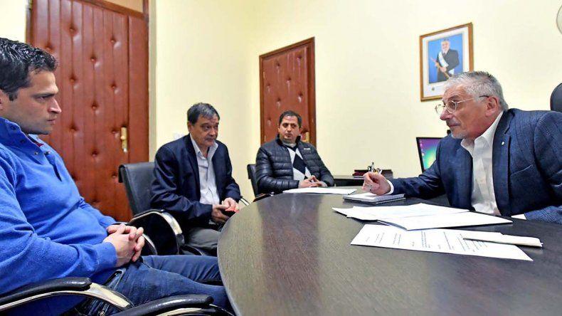 El intendente de Lago Puelo ayer se reunió con el jefe de ministros provinciales