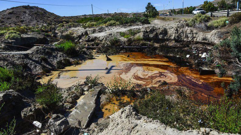 Ante todo se intenta apelar a la máxima precaución para evitar los derrames petroleros en el ejido urbano de Comodoro.