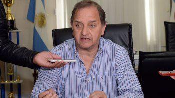 El intendente Carlos Linares, junto al secretario de Infraestructura, Abel Boyero, explicaron las razones de la postergación.
